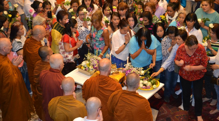 13 - offerings to the Buddha