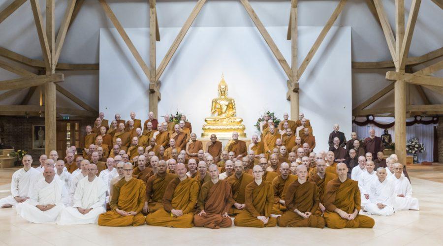 der vollständig versammelte Sangha